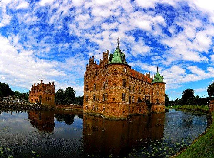 Egeskov Slot - The Living Castle in Denmark 1