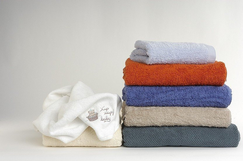 BEST QUICK DRY TOWELS FOR BACKPACKING, TRAVELLING, CAMPING, AND SPORTS