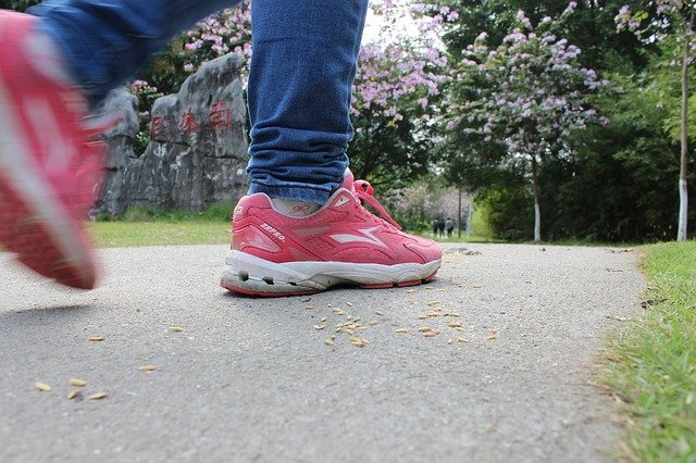 BEST WALKING SHOES FOR CONCRETE WHILE TRAVELLING