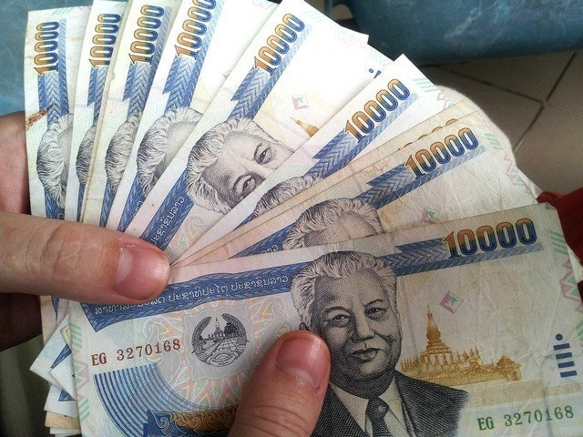 10 Tips and Tricks for Saving Money While Travelling 1