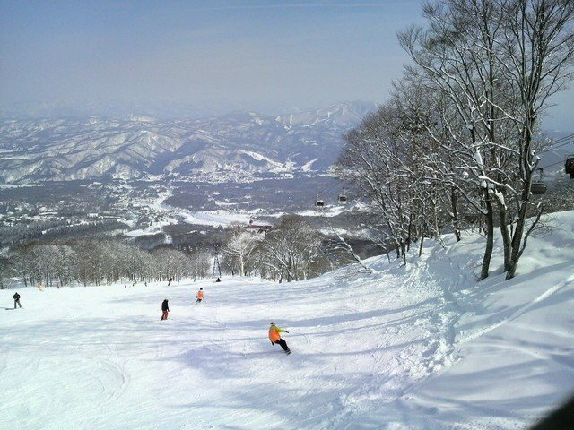 Guide to Skiing in Japan For Beginners