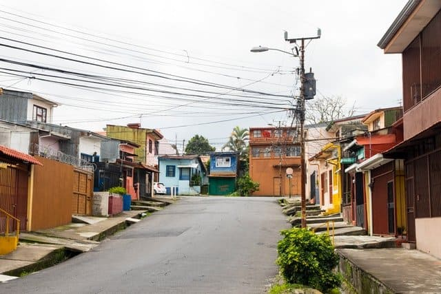 HOW TO RETIRE IN COSTA RICA: A Guide to Living Well 2