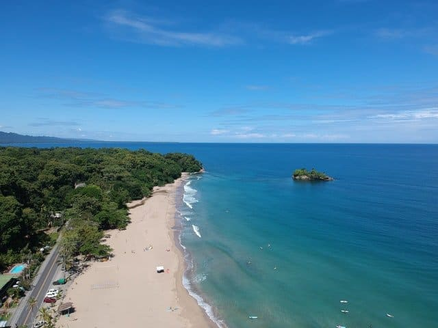HOW TO RETIRE IN COSTA RICA: A Guide to Living Well 4